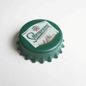 Plastový otvárač na fľaše - magnetický - Staropramen